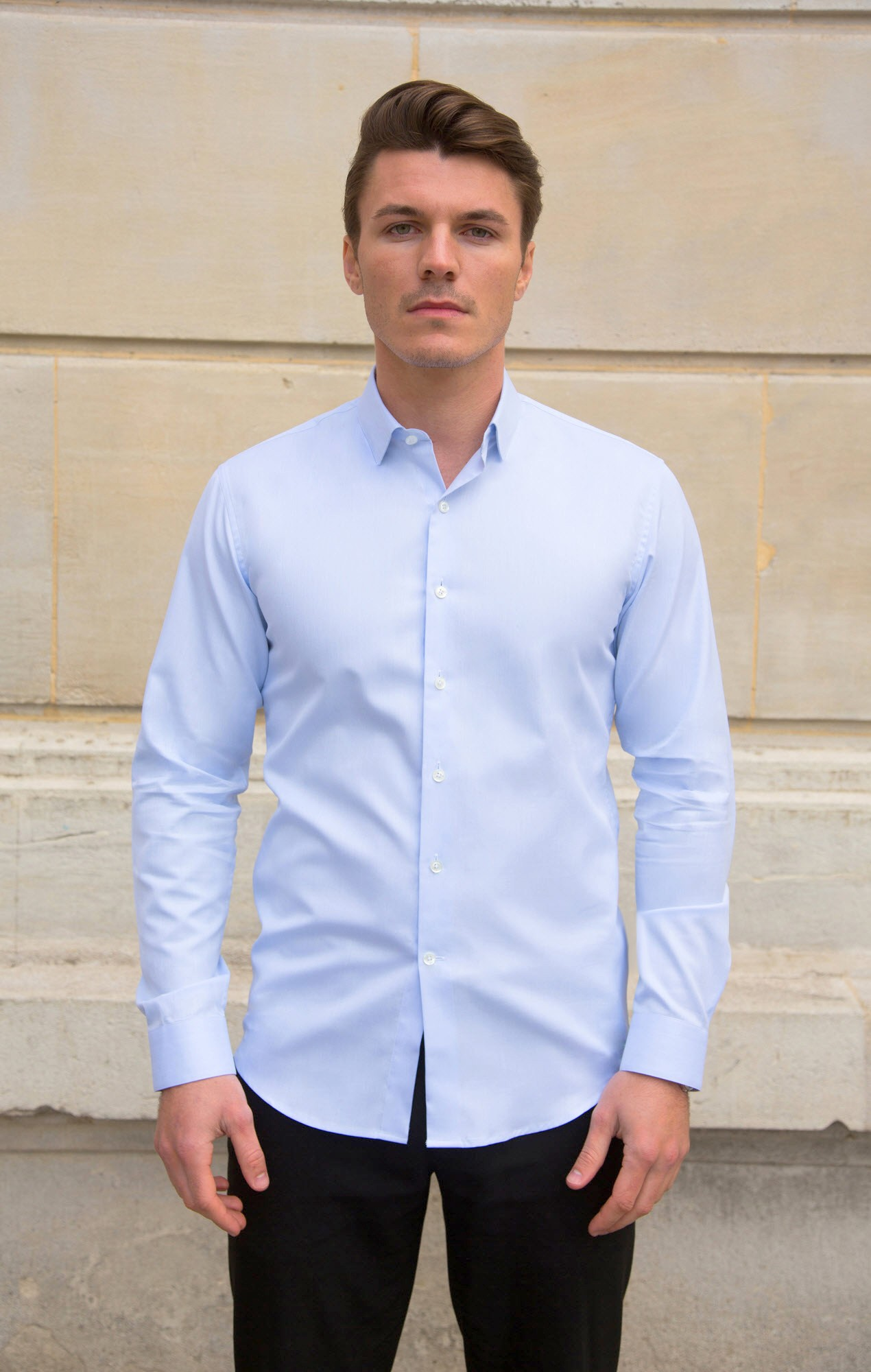 Chemise bleu clair unie